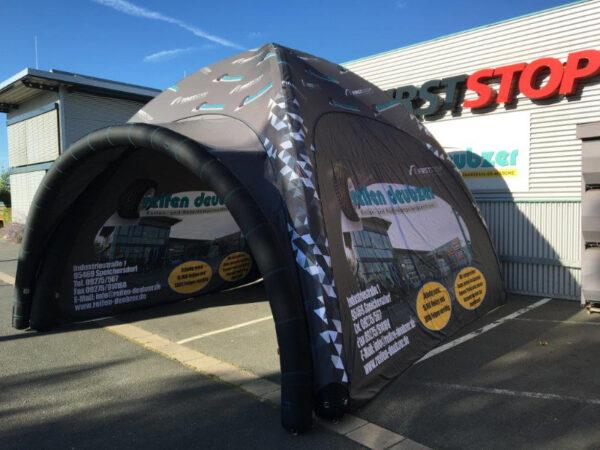 Aufblasbares Zelt mit Vordach